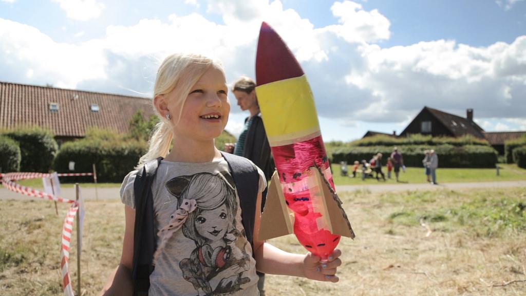 Sabine 8 år, vinder af raketkonkurrence